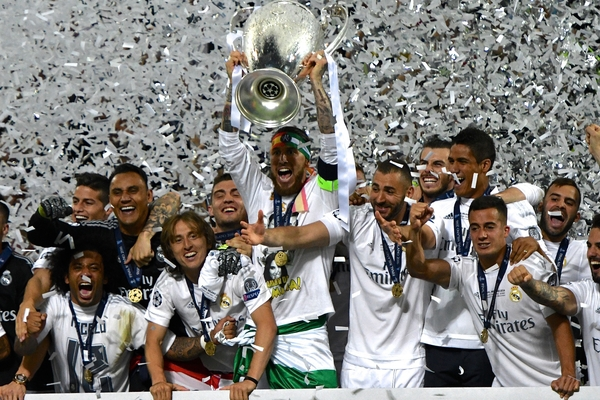 Real Madrid players celebrate with the trophy following the UEFA Champions League Final at San Siro, Milan, Italy. Picture by Kristian Kane/Focus Images Ltd 07814482222 28/05/2016