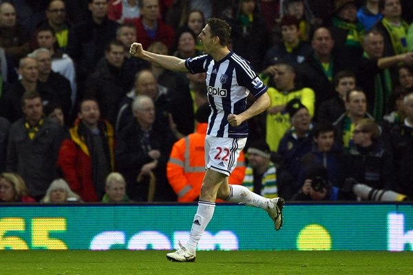 Picture by Paul Chesterton/Focus Images Ltd +44 7904 640267.22/12/2012.Zoltán Gera of West Brom scores his sides equalising goal and celebrates during the Barclays Premier League match at The Hawthorns, West Bromwich.