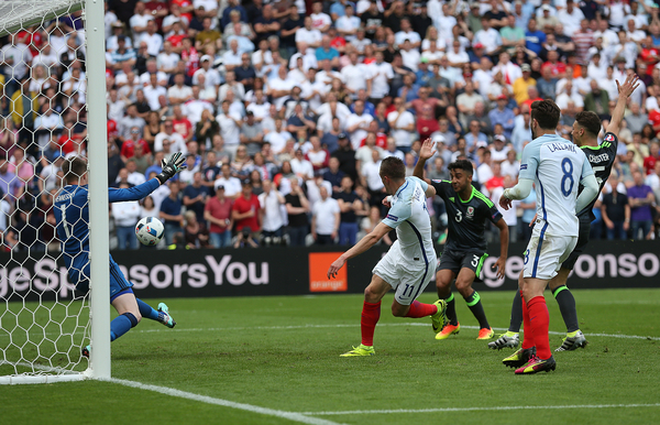 Jamie Vardy of England scores his sides first goal to make the scoreline 1-1 during the UEFA Euro 2016 match at Stade Bollaert-Delelis , Lens Picture by Paul Chesterton/Focus Images Ltd +44 7904 640267 16/06/2016