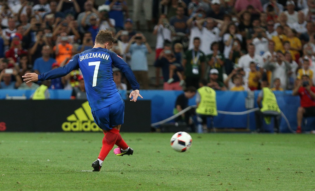 Antoine Griezmann of France scores their first goal from the penalty spot during the UEFA Euro 2016 semi final at Stade Velodrome, Marseille Picture by Paul Chesterton/Focus Images Ltd +44 7904 640267 07/07/2016