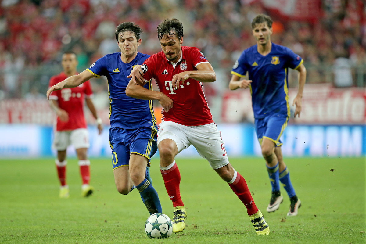 Mats Hummels of Bayern Munich and Sardar Azmoun of FC Rostov during the UEFA Champions League match at Allianz Arena, Munich Picture by EXPA Pictures/Focus Images Ltd 07814482222 13/09/2016 *** UK & IRELAND ONLY *** EXPA-EIB-160913-0155.jpg
