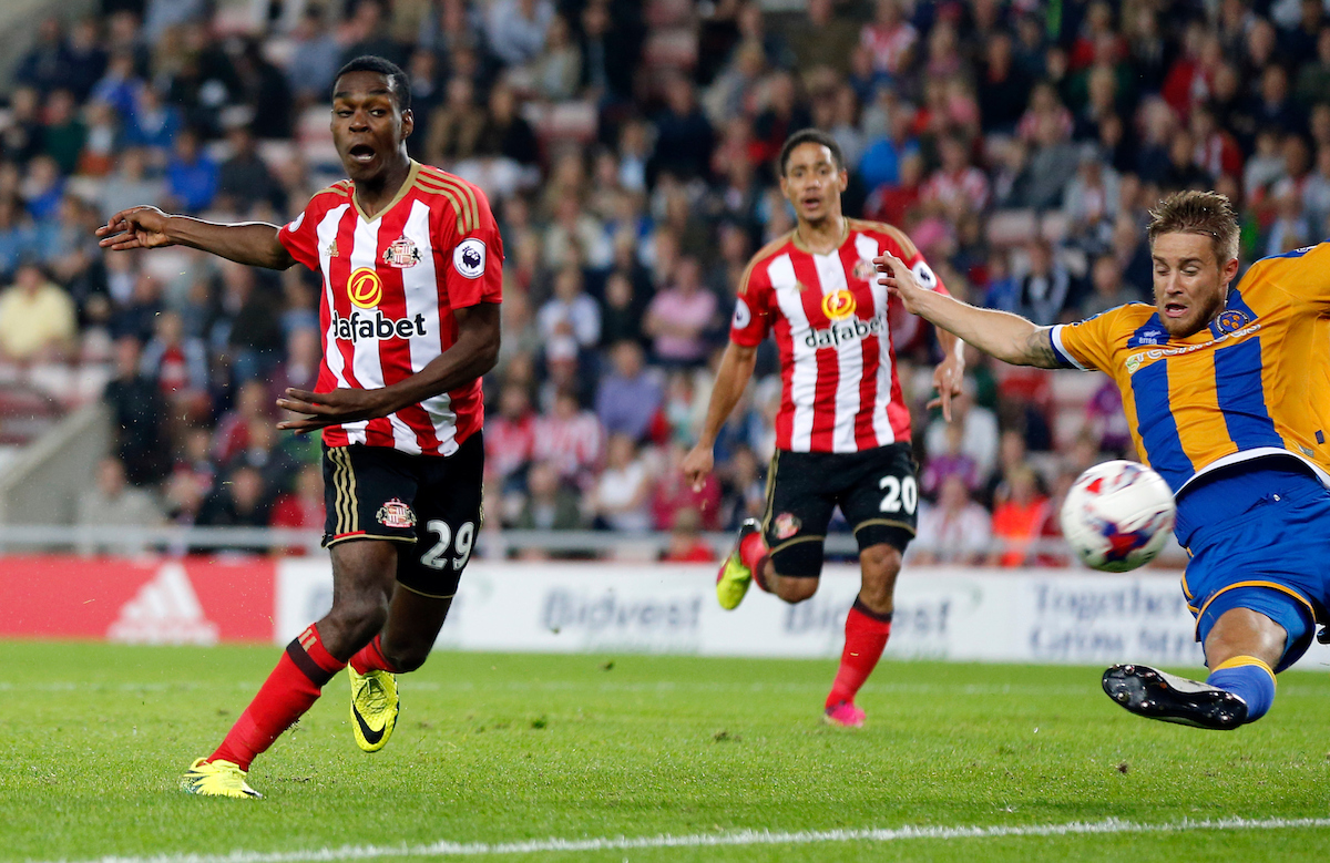 Joel Asoro (l) of Sunderland shooting during the EFL Cup match at the Stadium Of Light, Sunderland Picture by Simon Moore/Focus Images Ltd 07807 671782 24/08/2016