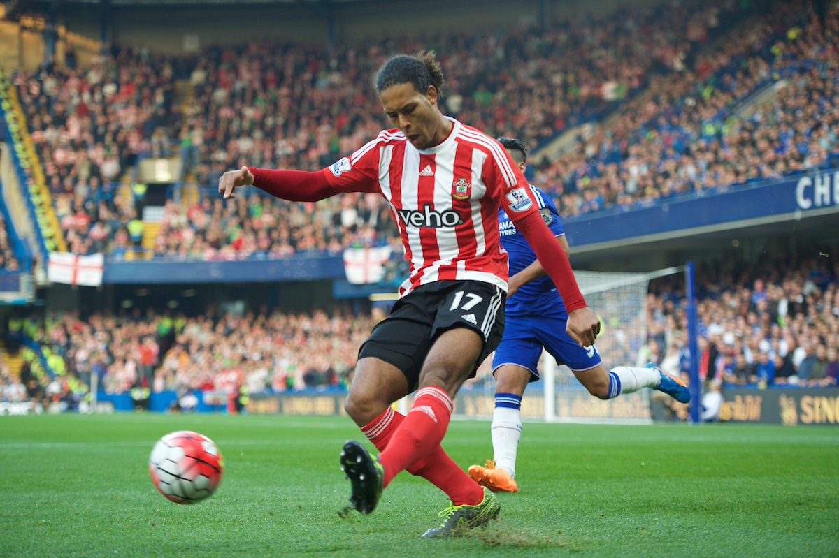 Virgil van Dijk jugó a un nivel extraordinario. Foto: Focus Images Ltd.