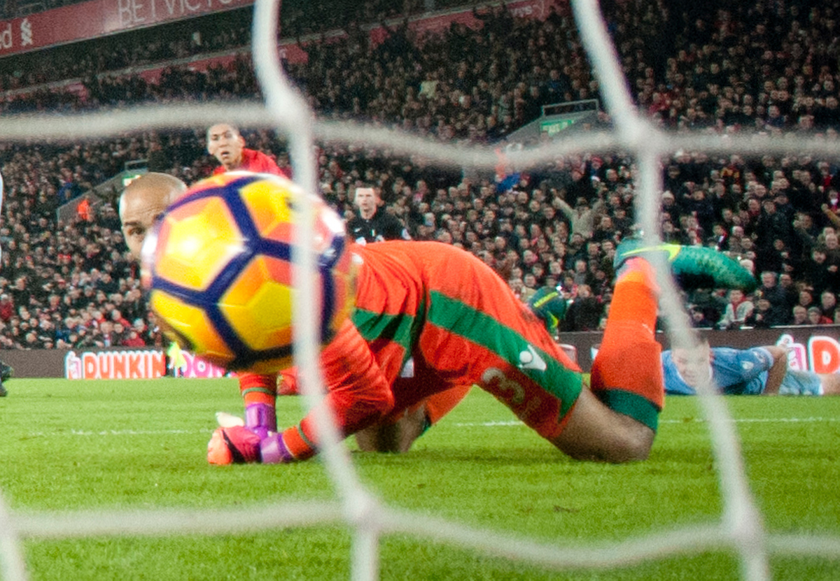 Roberto Firmino of Liverpool scores his team's 2nd goal to make it 2-1 during the Premier League match at Anfield, Liverpool Picture by Russell Hart/Focus Images Ltd 07791 688 420 27/12/2016