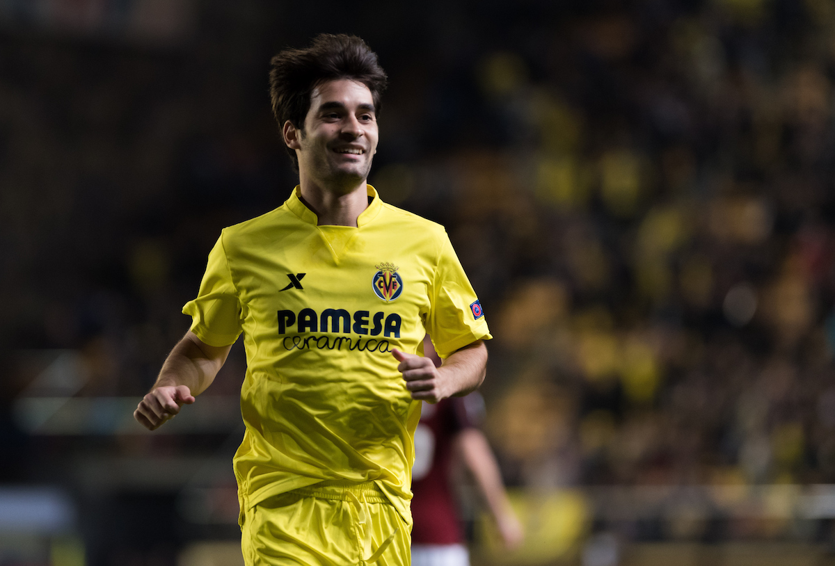 Manu Trigueros of Villarreal CF celebrates the goal of Cedric Bakambu during the UEFA Europa League quarter final match at Estadio El Madrigal, Villarreal Picture by Maria Jose Segovia/Focus Images Ltd +34 660052291 07/04/2016