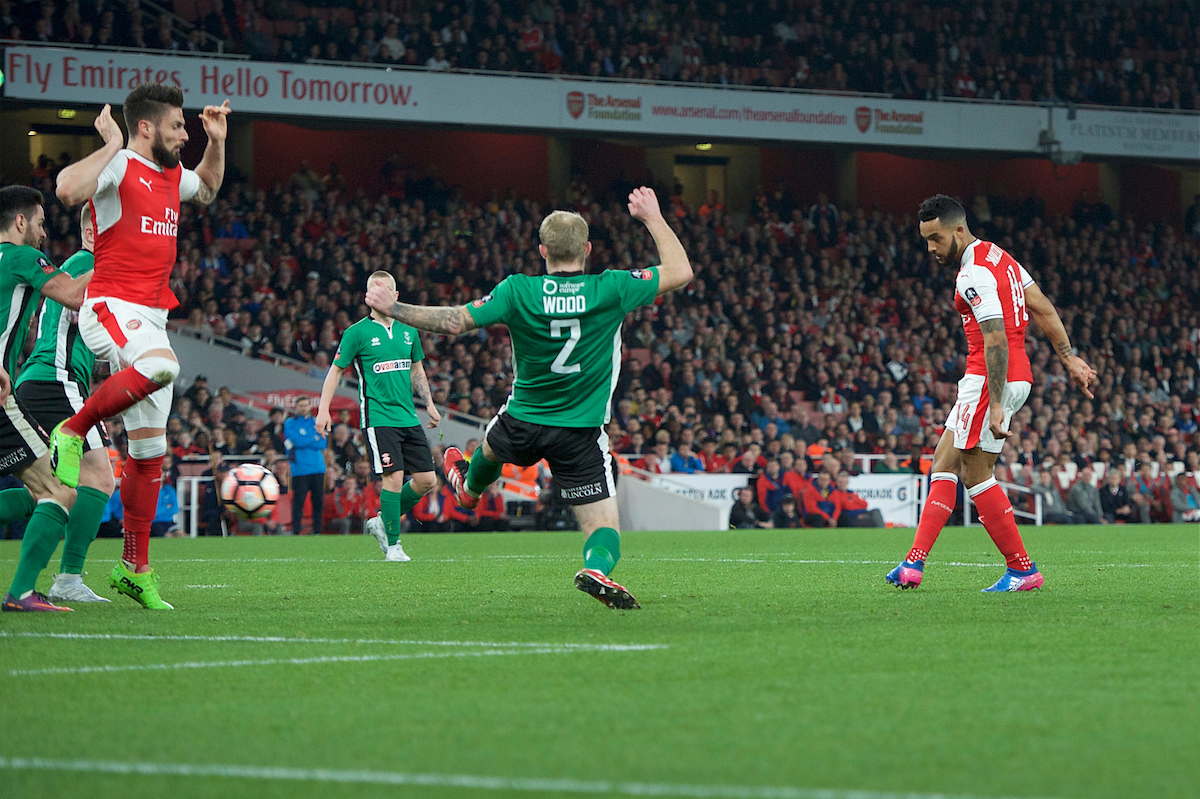 Theo Walcott of Arsenal scores the opening goal during the quarter-final of the FA Cup at the Emirates Stadium, London Picture by Alan Stanford/Focus Images Ltd +44 7915 056117 11/03/2017
