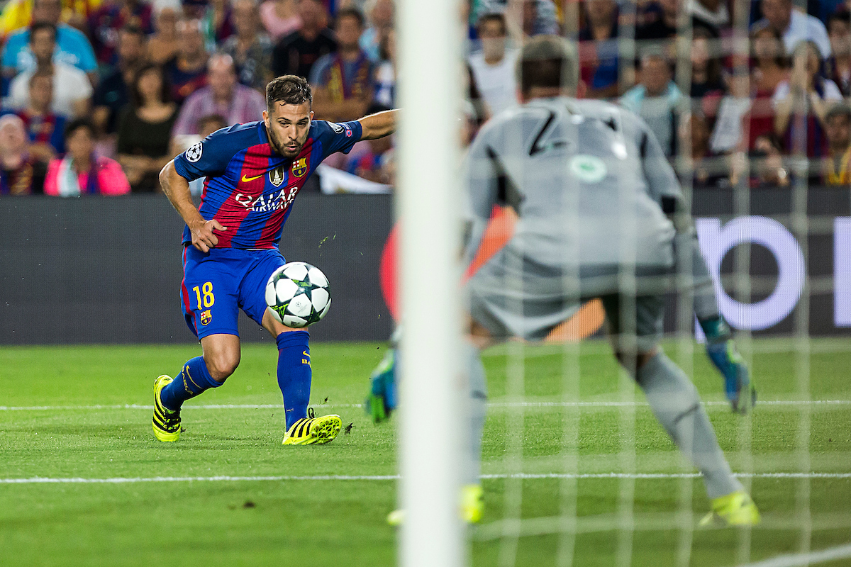Jordi Alba of FC Barcelona and De Vries of Celtic during the UEFA Champions League match at Camp Nou, Barcelona Picture by Luis Tato/Focus Images Ltd (+34) 661 459 33 13/09/2016