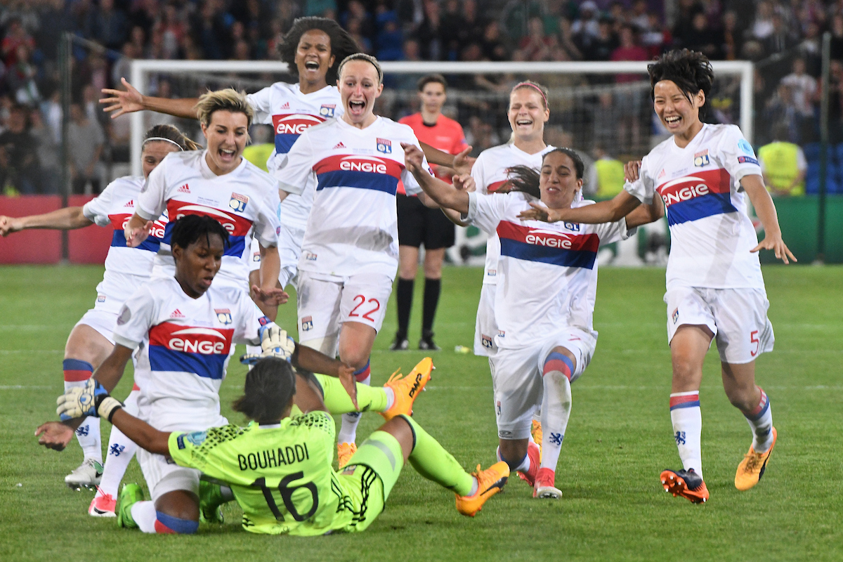 Sarah Bouhaddi of Olympique Lyonnais Féminin scores the winning penalty in the shoot out during the UEFA Women's Champions League Final at the Cardiff City Stadium, Cardiff Picture by Kristian Kane/Focus Images Ltd +44 7814 482222 01/06/2017