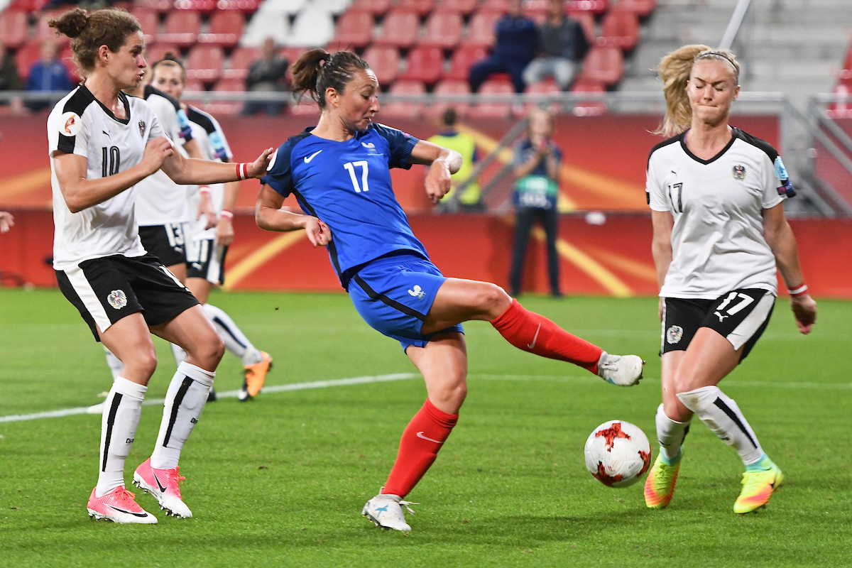 Gaëtane Thiney of France (centre) has her shot blocked by Sarah Puntigam of Austria (right) during the UEFA Women's Euros 2017 match at Stadion Galgenwaard, Utrecht Picture by Kristian Kane/Focus Images Ltd +44 7814 482222 22/07/2017