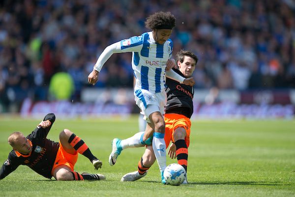 Isaiah Brown of Huddersfield Town (centre) evades a challenge Kieran Lee of Sheffield Wednesday during the first leg of the Sky Bet Championship play off semi-final match at the John Smiths Stadium, Huddersfield Picture by Russell Hart/Focus Images Ltd 07791 688 420 14/05/2017