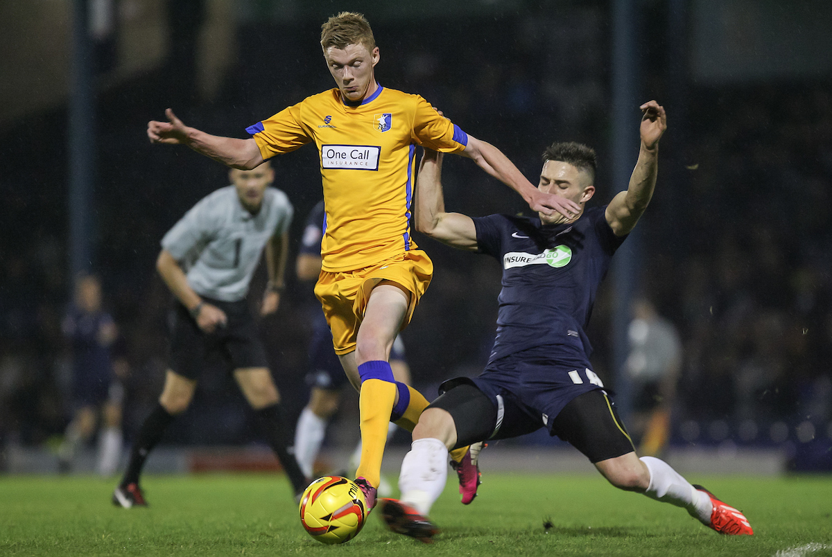 Picture by Daniel Chesterton/Focus Images Ltd +44 7966 018899 01/11/2013 Sam Clucas of Mansfield Town and Ryan Leonard of Southend United compete for the ball during the Sky Bet League 2 match at Roots Hall, Southend.