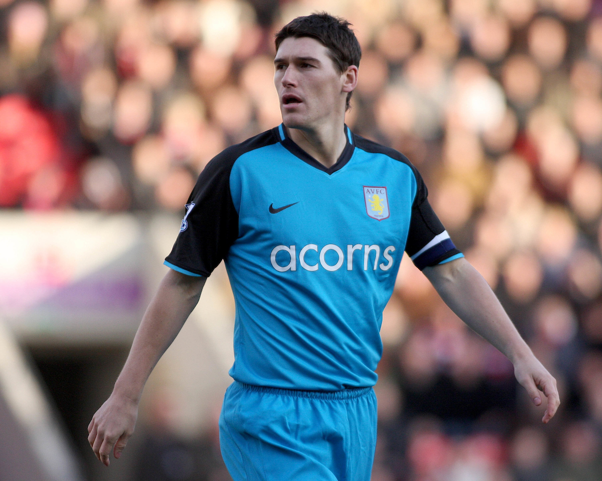 Doncaster -Saturday January 24th 2009: Gareth Barry of Aston Villa during the FA Cup 4th round match at The Keepmoat Stadium Doncaster. (Pic by Steven Price/Focus Images)