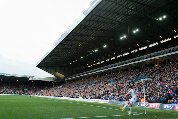 Kalvin Phillips of Leeds United takes a corner in front of a full East Stand during the Sky Bet Championship match at Elland Road, Leeds Picture by Russell Hart/Focus Images Ltd 07791 688 420 20/11/2016