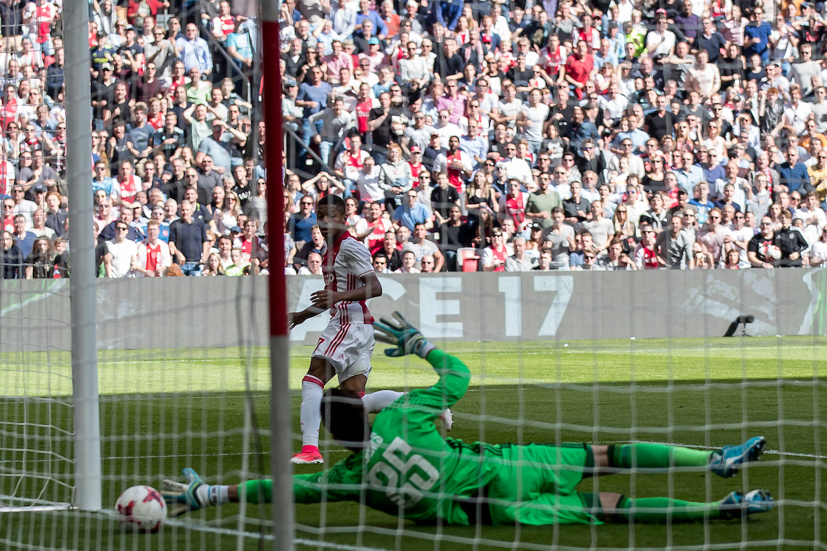 David Neres of Ajax (L) scores 2-0, Brad Jones of Feyenoord (R) during the Dutch Eredivisie match at Amsterdam Arena, Amsterdam Picture by Joep Joseph Leenen/Focus Images Ltd +316 5261929 02/04/2017 ***NETHERLANDS OUT***