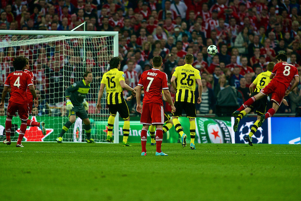 Picture by Ian Wadkins/Focus Images Ltd +44 7877 568959.25/05/2013.Javi Martínez of Bayern Munich heads at goal during the UEFA Champions League match at Wembley Stadium, London.