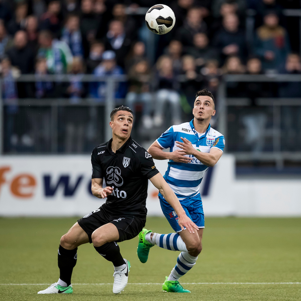 Mustafa Saymak of PEC Zwolle (R), Joey Pelupessy of Heracles Almelo (L) during the Dutch Eredivisie match at MAC?PARK Stadion, Zwolle Picture by Joep Joseph Leenen/Focus Images Ltd +316 5261929 22/04/2017 ***NETHERLANDS OUT***