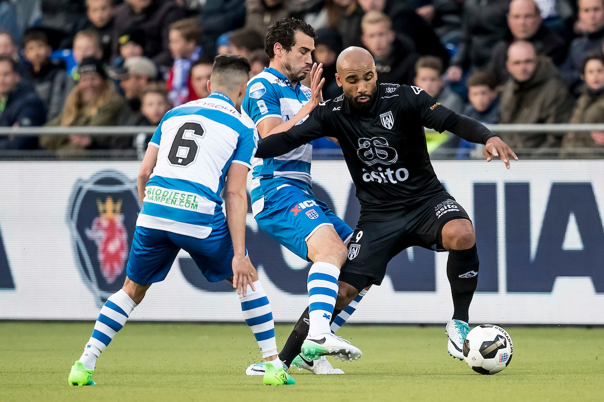 Samuel Armenteros of Heracles Almelo (R), Dirk Marcellis of PEC Zwolle (M), Mustafa Saymak of PEC Zwolle (L) during the Dutch Eredivisie match at MAC?PARK Stadion, Zwolle Picture by Joep Joseph Leenen/Focus Images Ltd +316 5261929 22/04/2017 ***NETHERLANDS OUT***