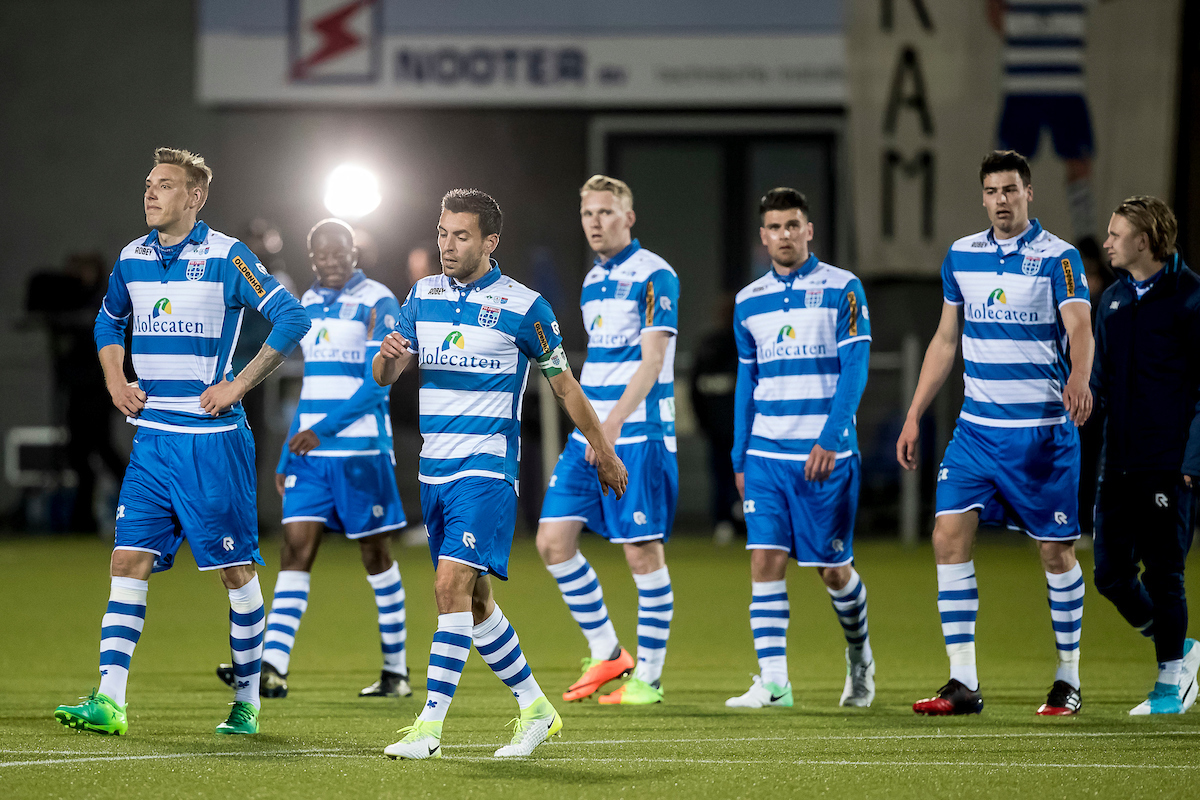 disappointed PEC Zwolle players after the Dutch Eredivisie match at MAC?PARK Stadion, Zwolle Picture by Joep Joseph Leenen/Focus Images Ltd +316 5261929 22/04/2017 ***NETHERLANDS OUT***