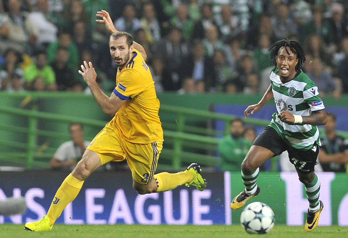 Gelson Martins of Sporting Lisbon and Giorgio Chiellini of Juventus during the UEFA Champions League match at Estádio José Alvalade, Lisbon Picture by Stefano Gnech/Focus Images Ltd +39 333 1641678 31/10/2017