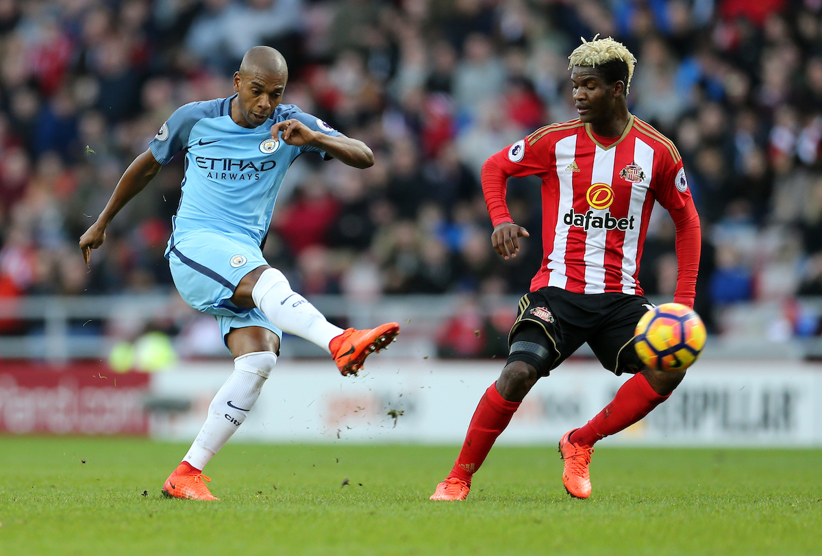 Fernandinho (l) of Manchester City shooting during the Premier League match at the Stadium Of Light, Sunderland Picture by Simon Moore/Focus Images Ltd 07807 671782 05/03/2017