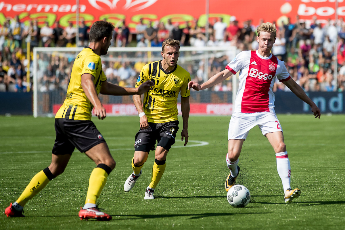 Frenkie de Jong of Ajax Amsterdam (R), Lennart Thy of VVV Venlo (M), Ralf Seuntjens of VVV Venlo (L) during the Dutch Eredivisie match at Stadion De Koel, Venlo Picture by Joep Joseph Leenen/Focus Images Ltd +316 5261929 27/08/2017 ***NETHERLANDS OUT***