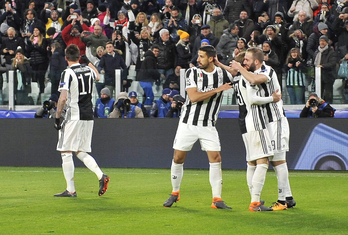 Juventus celebrate Higuaín's penalty against Tottenham Hotspur during the UEFA Champions League match at Juventus Stadium, Turin Picture by Stefano Gnech/Focus Images Ltd +39 333 1641678 13/02/201804.11.14, Torino, Juventus Stadium, Champions League, JUVENTUS-OLYMPIACOS - nella foto: