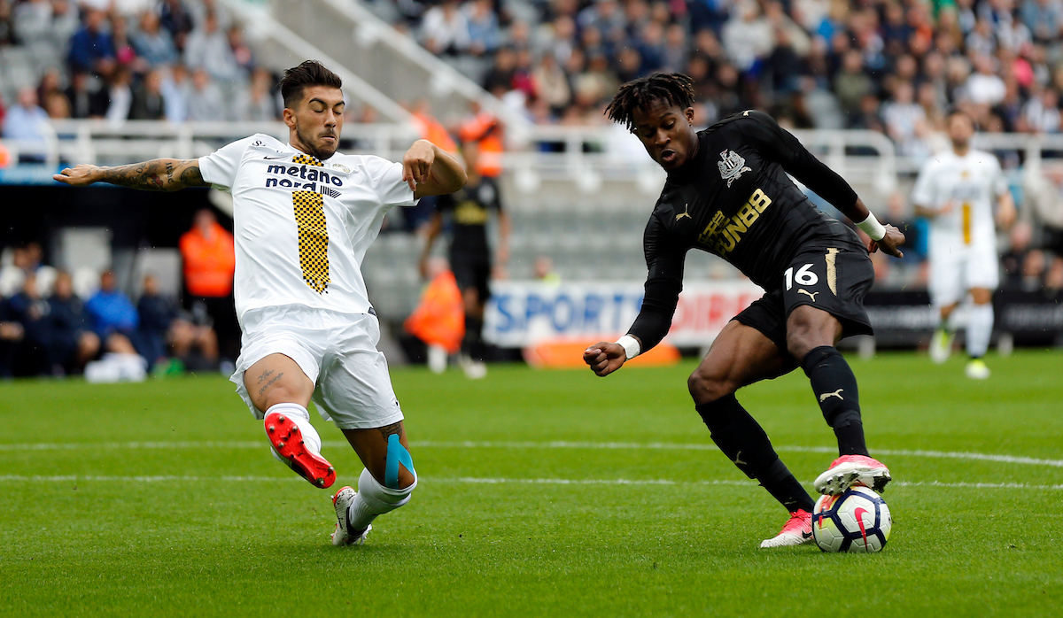 Rolando Aarons (r) of Newcastle United and Mattia Zaccagni of Hellas Verona during the Pre-season Friendly match at St. James's Park, Newcastle Picture by Simon Moore/Focus Images Ltd 07807 671782 06/08/2017