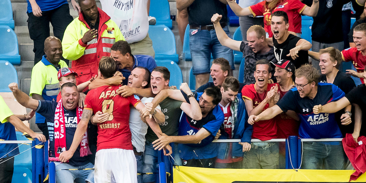 Wout Weghorst of AZ Alkmaar has scored 1-2, celebrating with the fans during the Dutch Eredivisie match at GelreDome, Arnhem Picture by Joep Joseph Leenen/Focus Images Ltd +316 5261929 26/08/2017 ***NETHERLANDS OUT***