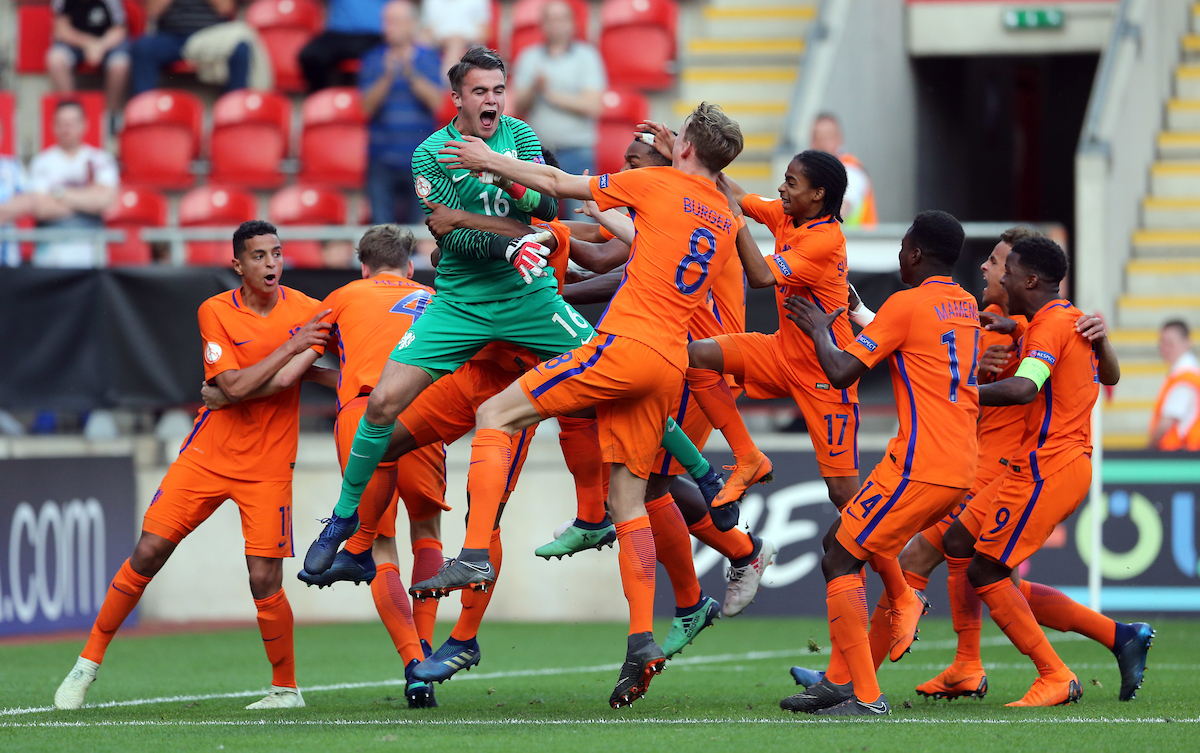 Netherlands celebrate after the UEFA Euro U17 Championship Final match at the New York Stadium, Rotherham Picture by Simon Moore/Focus Images Ltd 07807 671782 20/05/2018