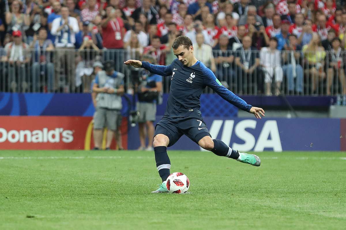Griezmann marcó de penalty antes del descanso. Foto: Focus Images Ltd.