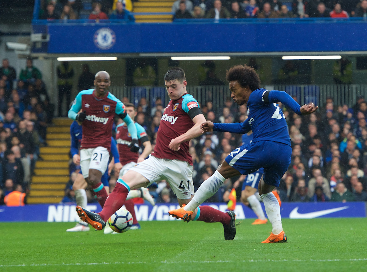 Willian of Chelsea gets his shot past Declan Rice of West Ham United during the Premier League match at Stamford Bridge, London Picture by Alan Stanford/Focus Images Ltd +44 7915 056117 08/04/2018