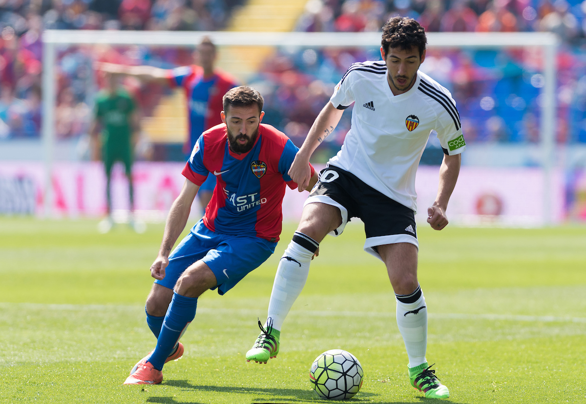 Jose Luis Morales of Levante Union Deportiva and Dani Parejo of Valencia Club de Fútbol during the La Liga match at Estadi Ciutat de Valencia, Valencia Picture by Maria Jose Segovia/Focus Images Ltd +34 660052291 13/03/2016