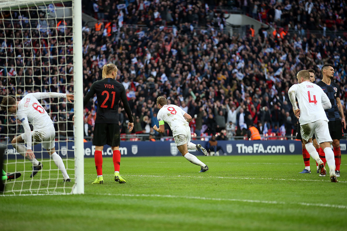 Harry Kane culminó la remontada de Inglaterra. Foto: Focus Images Ltd.
