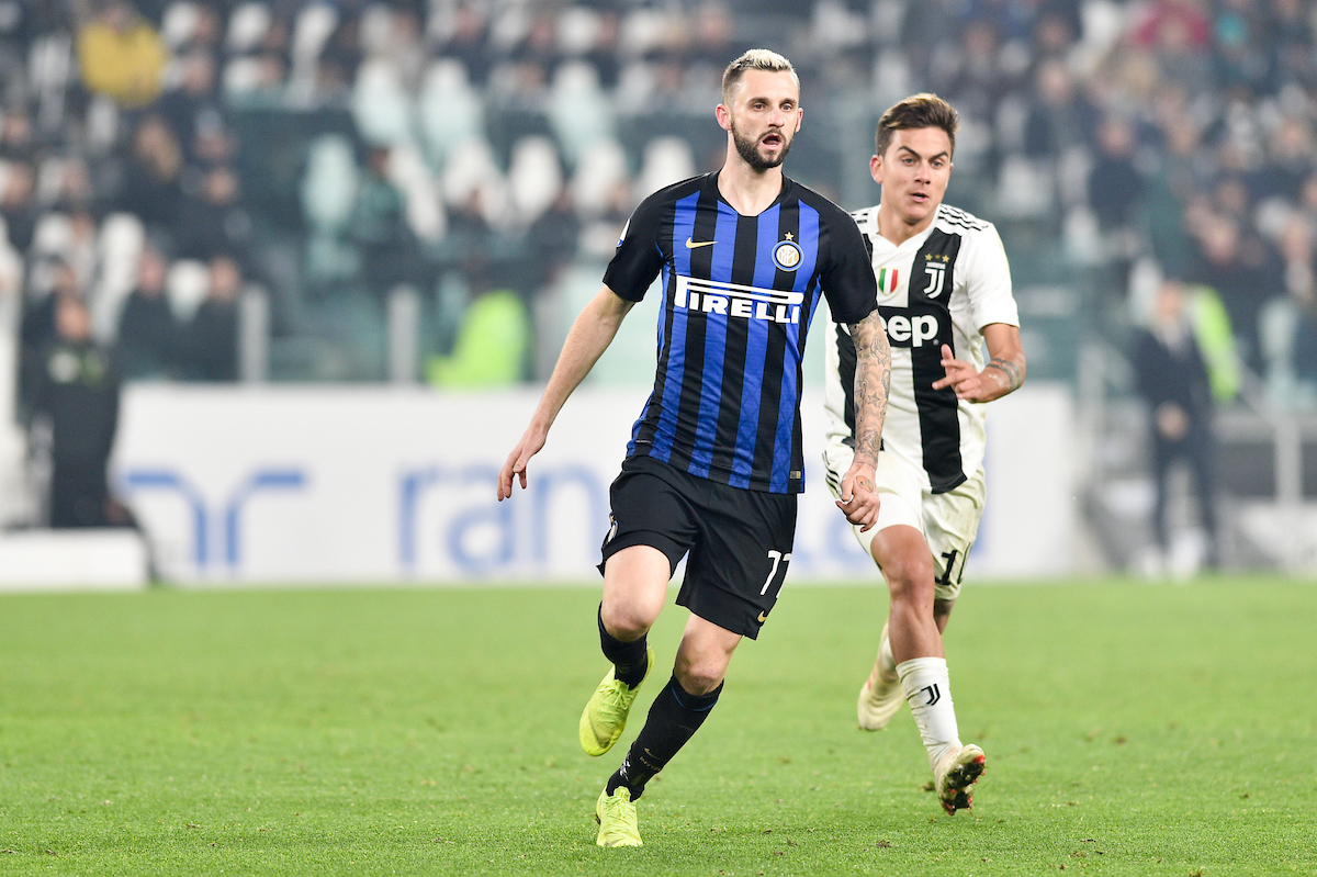 Paulo Dybala of Juventus and Marcelo Brozovic of Inter during the Serie A match at Juventus Stadium, Turin Picture by Antonio Polia/Focus Images Ltd +393473147935 07/12/2018