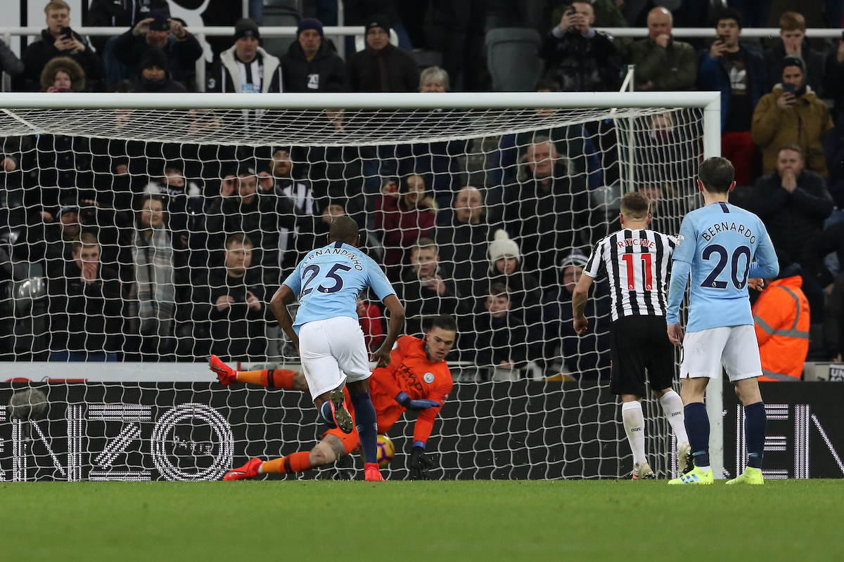 Matt Ritchie of Newcastle United scores a penalty to make it 2-1 during the Premier League match at St. James's Park, Newcastle Picture by Robert Smith/Focus Images Ltd 07837 882029 29/01/2019