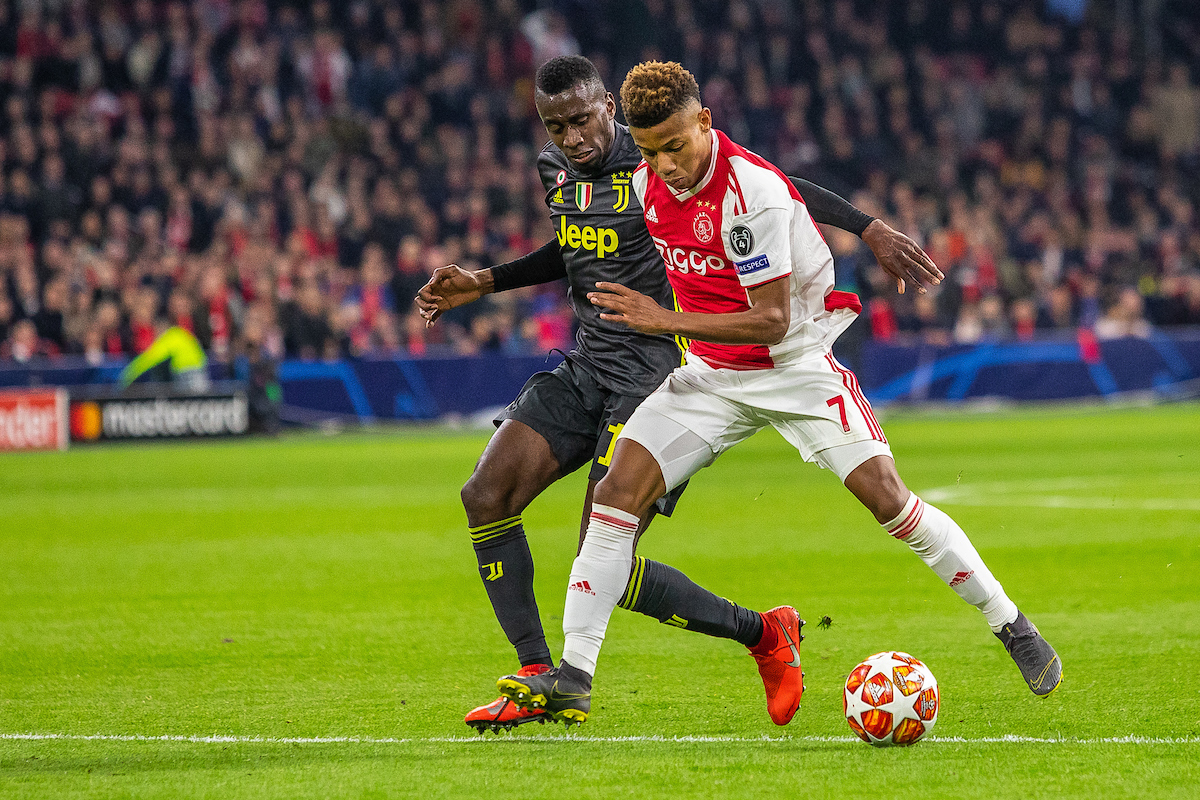 David Neres of Ajax Amsterdam and Radja Nainggolan of Juventus during the first leg of the UEFA Champions League quarter-final match at Amsterdam Arena, Amsterdam Picture by Sjoerd Tullenaar/Focus Images Ltd +31655744888 10/04/2019