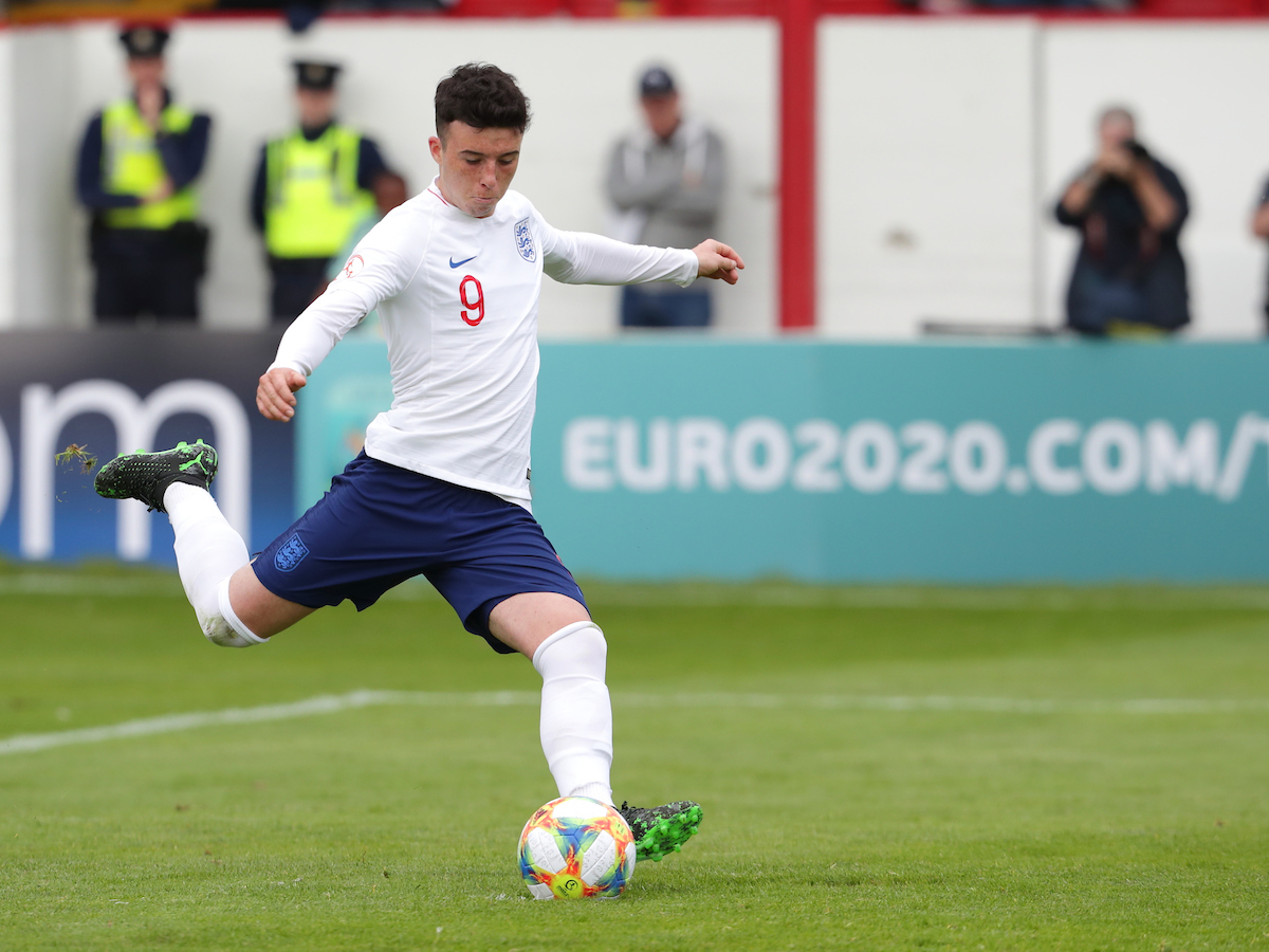 Sam Greenwood of England scores a goal from the penalty spot during the UEFA Euro U17 Championship match at Tolka Park, Drumcondra Picture by Yannis Halas/Focus Images Ltd +353 8725 82019 06/05/2019