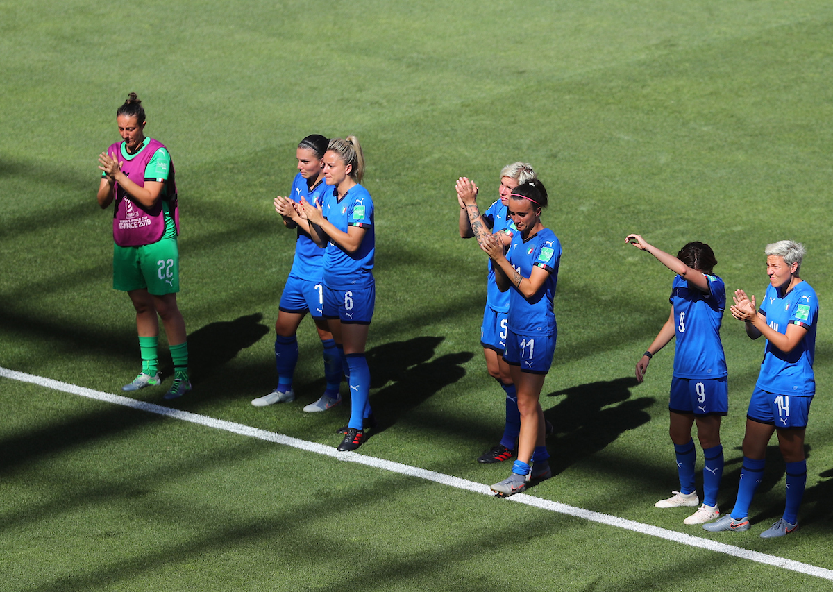 Italy Women players look dejected after the 2019 FIFA Women's World Cup Quarter-final match at Stade du Hainaut, Valenciennes Picture by Kunjan Malde/Focus Images Ltd +447523653989 29/06/2019