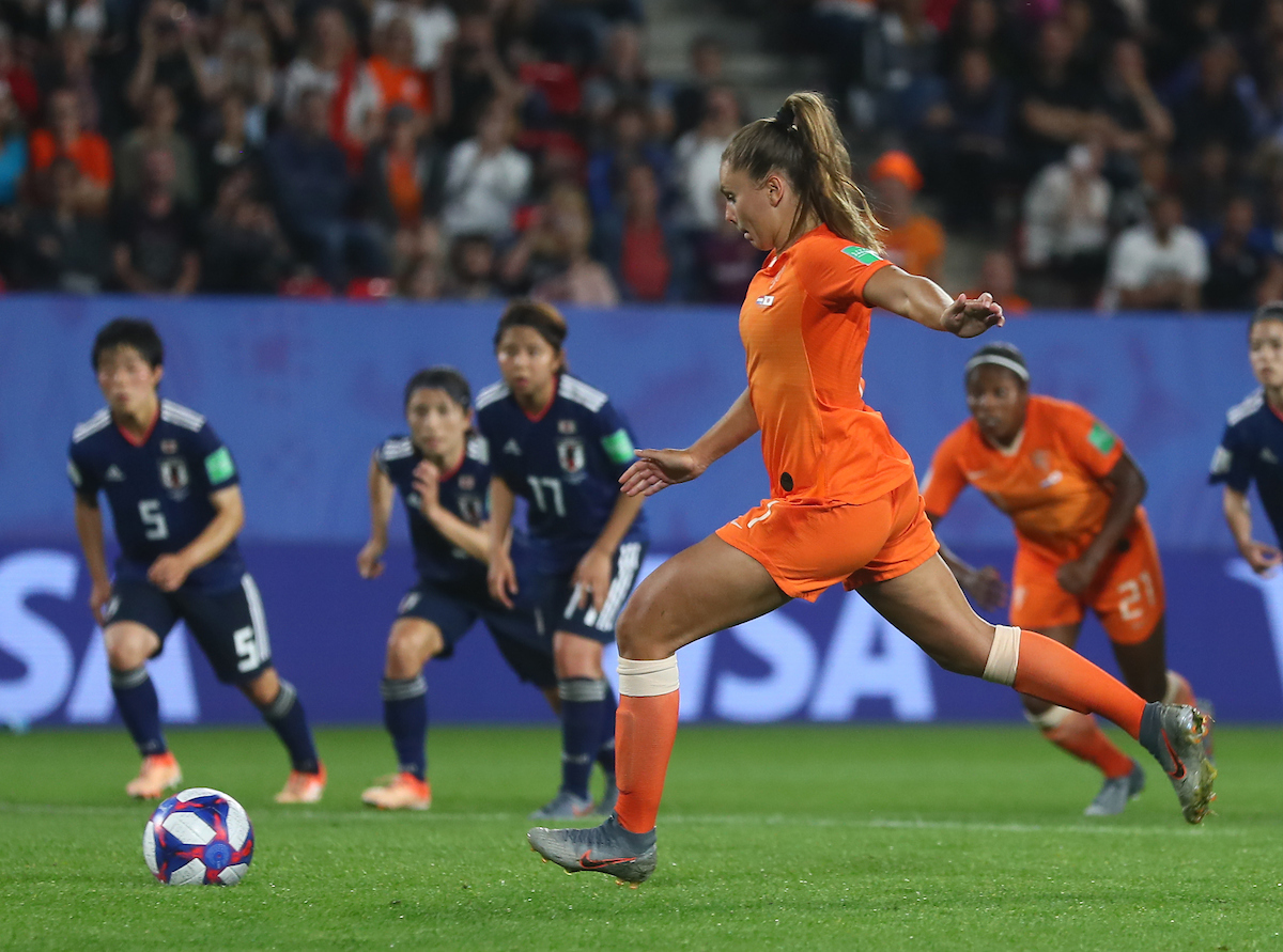 Lieke Martens of Netherlands Women scores from the penalty spot during the 2019 FIFA Women's World Cup match at Roazhon Park, Rennes Picture by Kunjan Malde/Focus Images Ltd +447523653989 25/06/2019