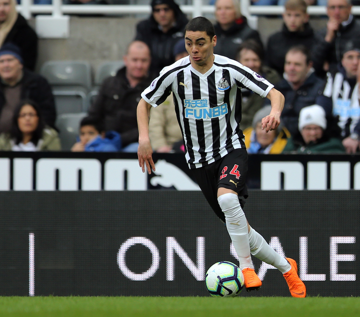 Miguel Almiron of Newcastle United during the Premier League match at St. James's Park, Newcastle Picture by Simon Moore/Focus Images Ltd 07807 671782 06/04/2019