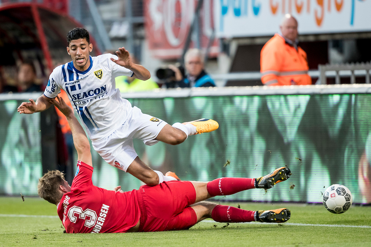 Tarik Tissoudali of VVV Venlo (R), Joachim Andersen of FC Twente (L) during the Dutch Eredivisie match at De Grolsch Veste, Enschede Picture by Joep Joseph Leenen/Focus Images Ltd +316 5261929 19/08/2017 ***NETHERLANDS OUT***
