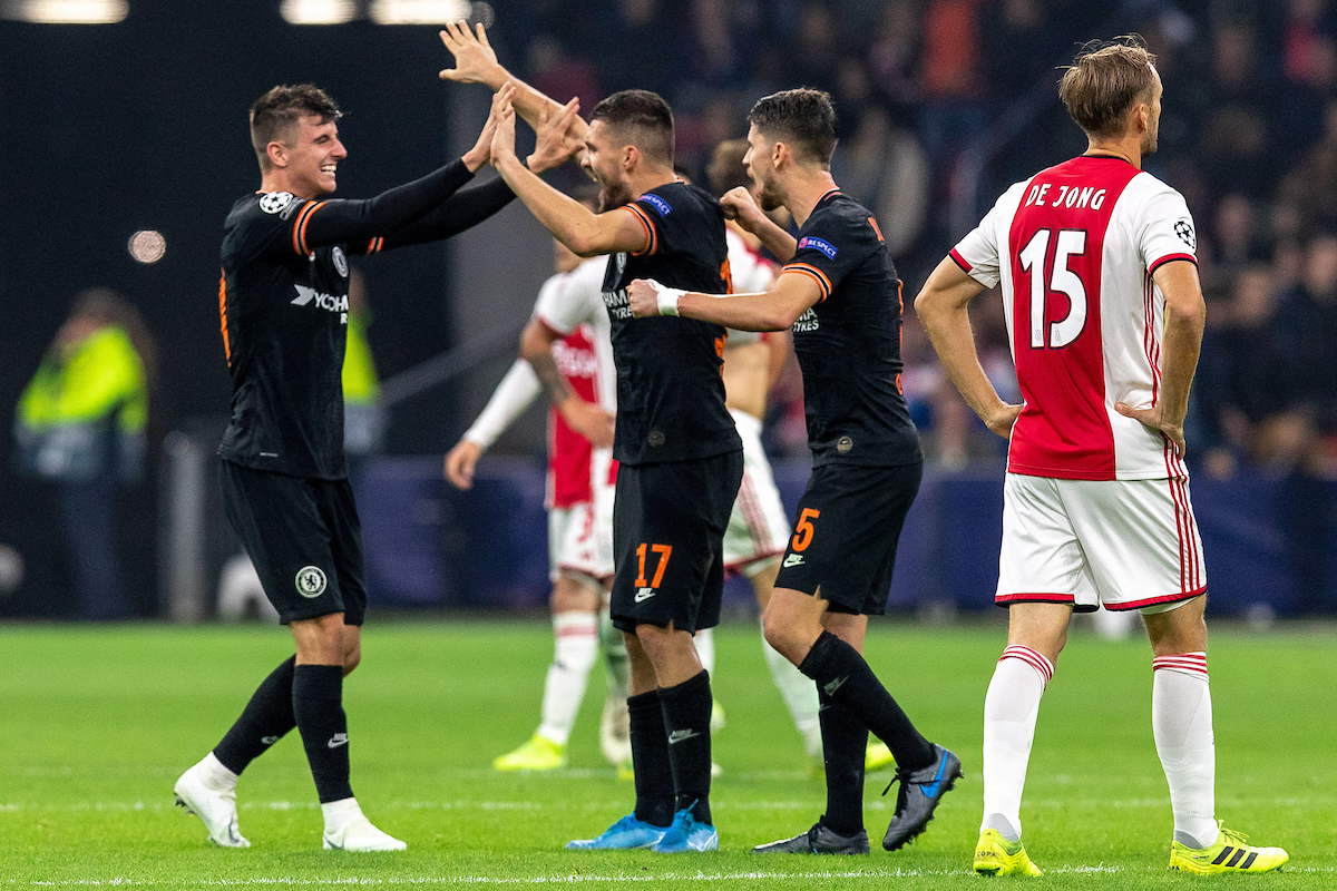Siem de Jong of Ajax Amsterdam and Christian Pulisic, Mateo Kovacic, Jorginho of Chelsea during the UEFA Champions League match at Johan Cruyff Arena, Amsterdam Picture by Sjoerd Tullenaar/Focus Images Ltd +31655744888 23/10/2019 ***NETHERLANDS OUT***