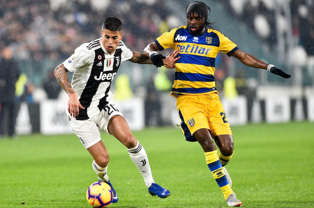 Joao Cancelo of Juventus and Gervinho of Parma Calcio 1913 during the Serie A match at Juventus Stadium, Turin Picture by Antonio Polia/Focus Images Ltd +393473147935 02/02/2019