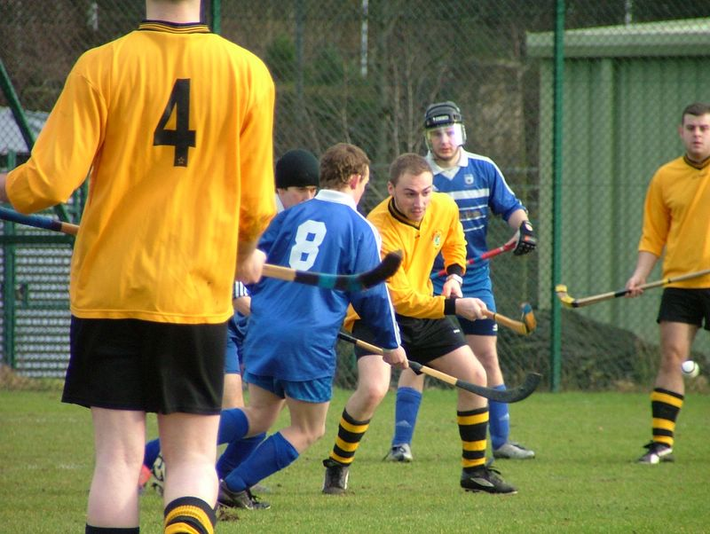 The GU defence look worried as the ball breaks to Gavin.