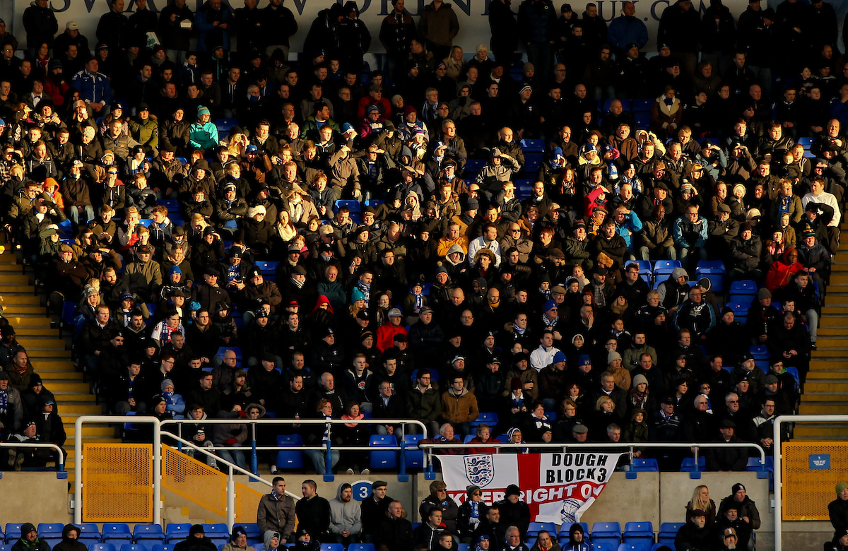 Los aficionados del Birmingham City fueron la hinchada visitante en su propio estadio. Foto: Tom Smith/Focus Images Ltd.