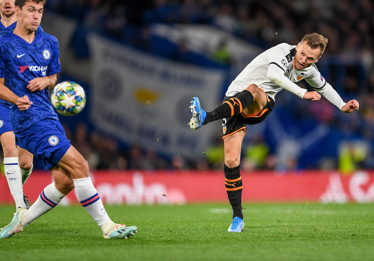 Denis Cheryshev of Valencia shoots during the UEFA Champions League match at Stamford Bridge, London Picture by Jeremy Landey/Focus Images Ltd 07747773987 17/09/2019