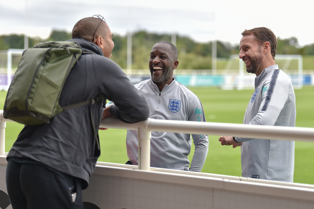 Gareth Southgate y Chris Powell hablan con Stan Collymore. Focus Images Ltd