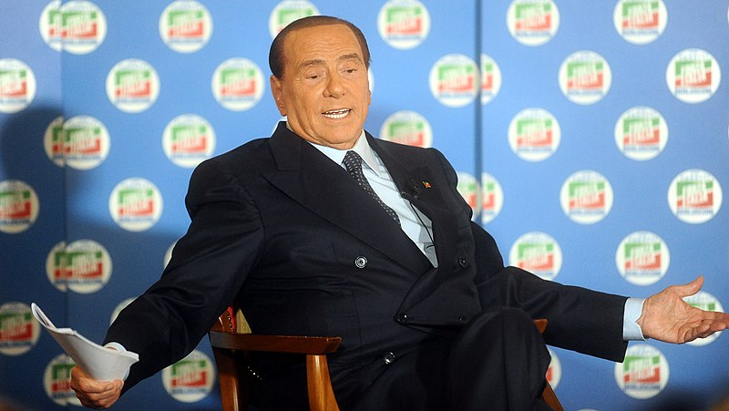 Silvio Berlusconi. Foto: Niccolò Caranti. Creative Commons Attribution-Share Alike 4.0 International. Link: https://commons.wikimedia.org/wiki/File:Silvio_Berlusconi_-_Trento_2018_04.jpg
