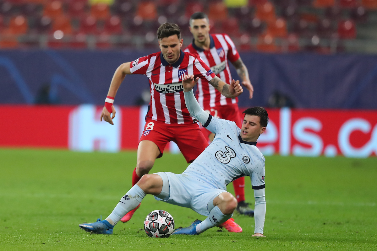 Saul Ñiguez of Atletico Madrid and Mason Mount of Chelsea during the UEFA Champions League match at Arena Nationala, Bucharest Picture by Focus Images/Focus Images Ltd 07814 482222 23/02/2021