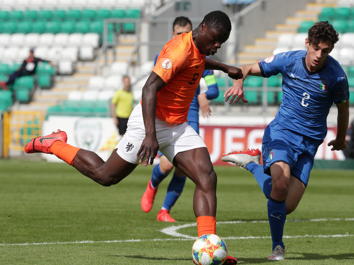 Brian Brobbey of Netherlands and Francesco Lamanna of Italy during the UEFA Euro U17 Championship Final at Tallaght Stadium, Tallaght Picture by Yannis Halas/Focus Images Ltd +353 8725 82019 19/05/2019